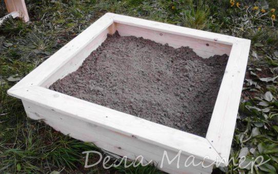 Засыпаю песочницу песком