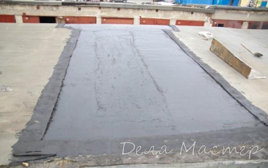 Пропитываем крышу гаража битумной грунтовкой