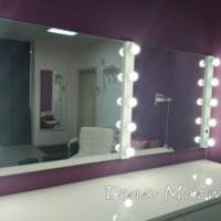 Двойное зеркало с лампочками